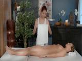 La masajista tiene muy buena mano... - Lesbianas