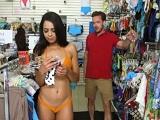 Te puedo ayudar a elegir bikini guapa? - Morenas
