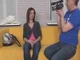 Jovencita nerviosa en el casting porno - Jovencitas