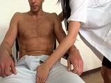 La doctora mete mano a su paciente.. - Xvideos