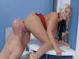 Alena Croft follando duro con Johnny Sins - Actrices Porno