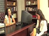 La secretaria es una chica muy sumisa.. - Lesbianas