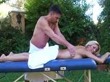 Los masajes con él, terminan en sexo duro! - Actrices Porno