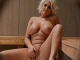 Un voyeur en la sauna del hotel.. - Rubias