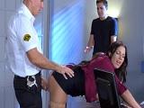 El policía abusa de su autoridad! - Morenas