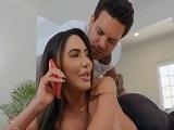 El masajista se pasa un poco con ella.. - XXX Gratis