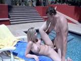 Alexis Texas se divierte en la piscina - Actrices Porno