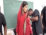 Profesora árabe follada por todos los alumnos - Arabes
