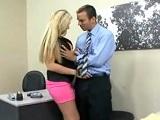 Sexo en el trabajo con la nueva empleada - Rubias