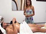 Una propina extra para la masajista.. - Asiaticas