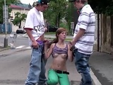 Les apetece y se ponen a follar en la calle - Trios Gratis