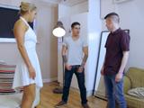 Los amigos de su novio la destrozan - Trios Gratis