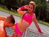 Partido de tennis acaba en follada - Rubias