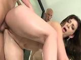 La madura Sara Jay follada en un jacuzzi - Actrices Porno