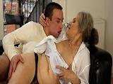 Esta abuela es una verdadera zorra - Maduras