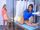 La doctora cabalga sobre su paciente - Morenas