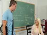 La profesora seducida por este dotado alumno - Youporn