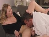 El jefe de Alyssa Cole sabe como seducirla.. - Actrices Porno