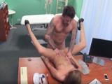 El repaso se lo acabó llevando la enfermera - Sexo Duro