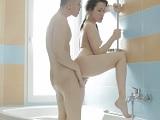 Que bien me folla mi novio en la ducha! - Amateur