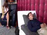 La psicóloga anima a este paciente tan aburrido - Videos XXX
